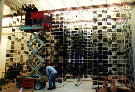 胡介鸣《1999 & 2000传奇》装置 2001,2001年3月展于旧金山MOMA